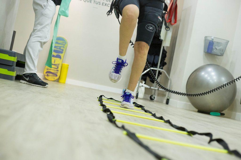 L'électrosimulation peut être utilisé chez le kinésithérapeute