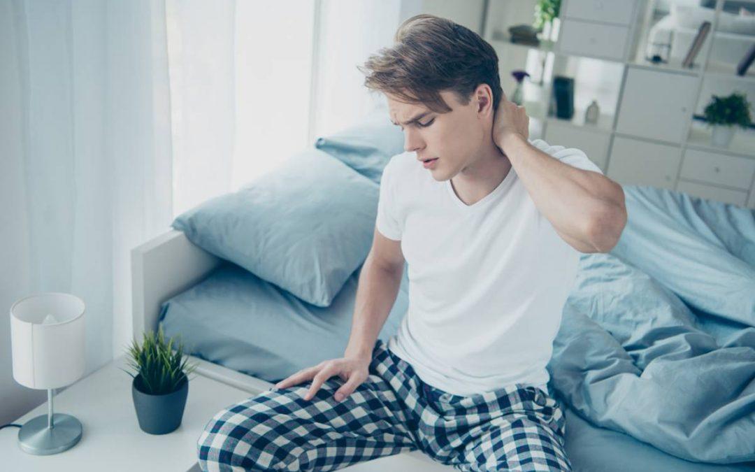Comment réussir à dormir avec des douleurs cervicales ?