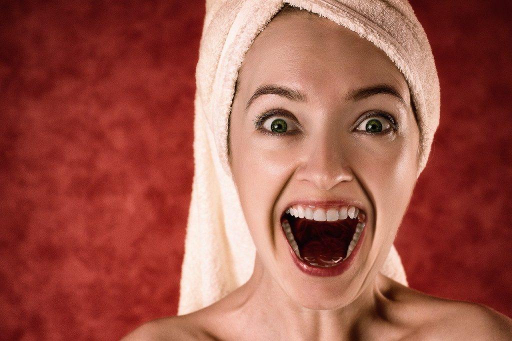 sourire éclatant grâce au brossage des dents