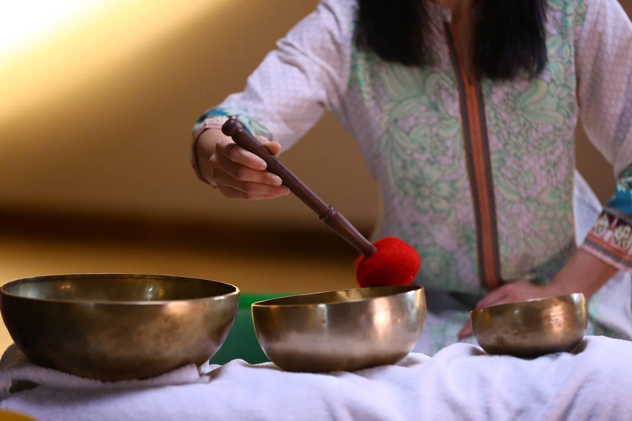 comment méditer avec un bol tibétain